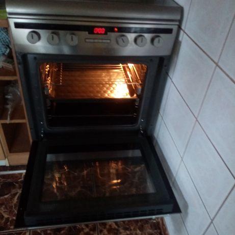 Kuchnia gazowa piekarnikiem elektrycznym, gwarancja do maja