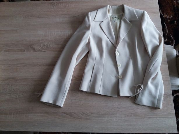 Kostium damski ze spodniami