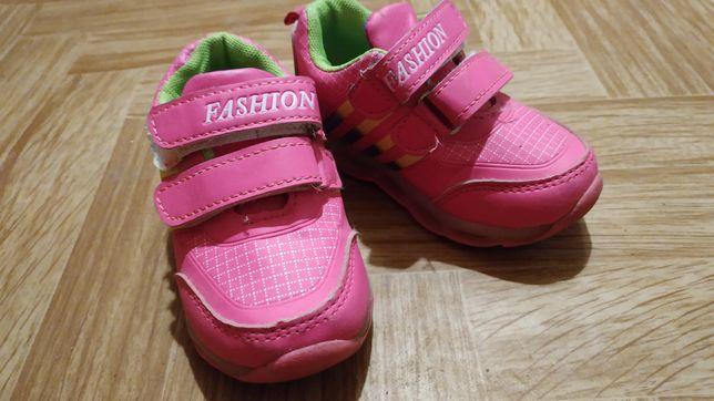 Кроссовки для девочки, состояние отличное, размер 23.