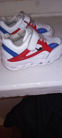 Продам кроссовки в хорошем состоянии