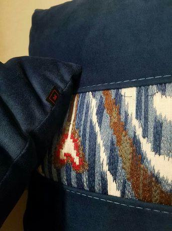 Almofadas Laskasas azuis com padrão