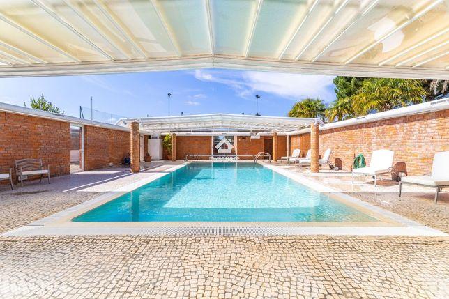 Moradia independente T5 com piscina, court ténis, sala de cinema, jacu
