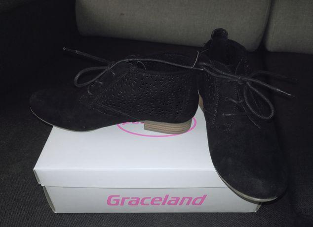 Graceland 36