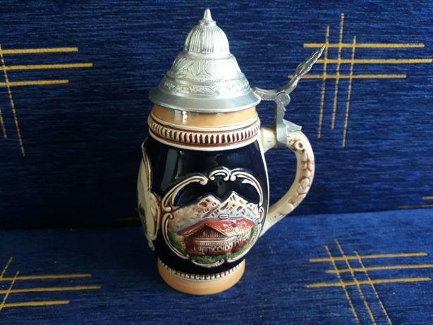 Niemiecki ceramiczny kufel do piwa z pokrywką-Ręcznie malowany-(nr.2)