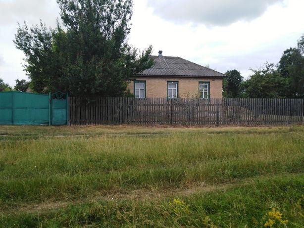 Добротный дом 95.5 кв.м. с участком 7 соток в г. Остёр