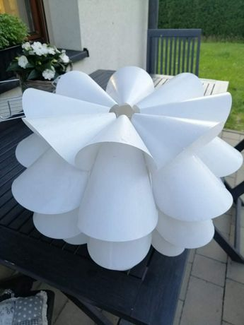 Lampa biała kwiat ikea