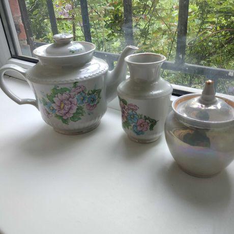 Фарфоровые: чайник - 1,8 литра , сахарница и ваза для цветов