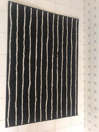 Tapete ikea preto e branco