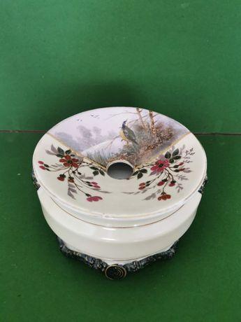 Cuspideira/ escarradeira em porcelana europeia, pintada à mão