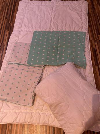 Kołdra z poduszka i pościel