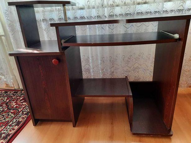 Biurko z półką w dobrym stanie