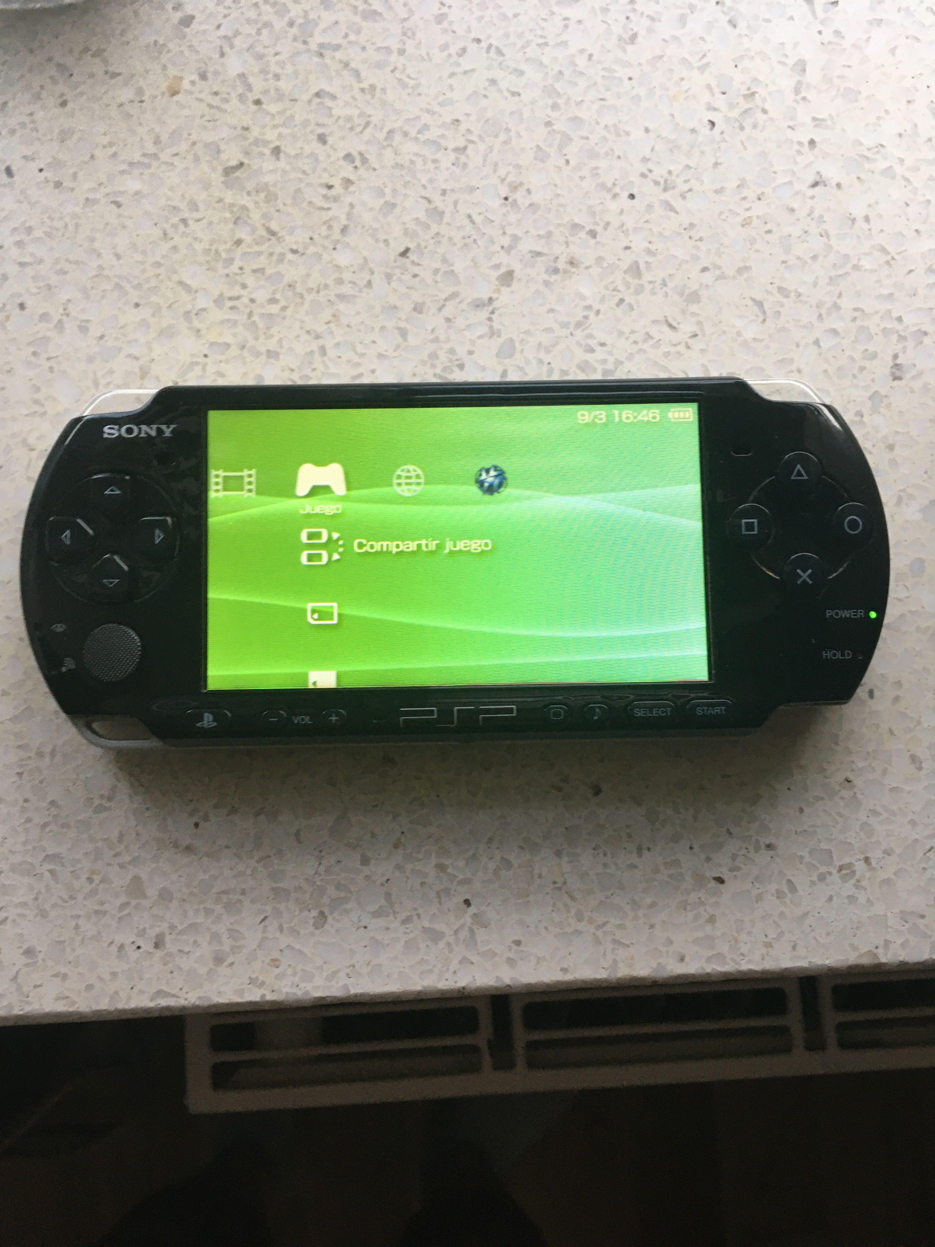 Konsola PSP slim 3004 + obudowa + 7 gier