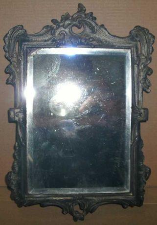 Espelho antigo com moldura metálica no estilo Arte Nova