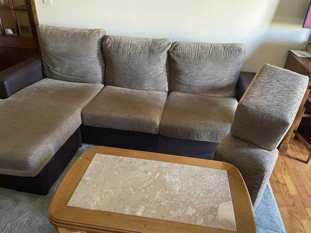 Sofá, 3 lugares (1 deles chaise long) e 2 bancos, como novo: 200 euros