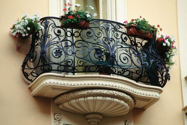Кованые решетки на окна, козырьки над входом, ворота, балконы, перила
