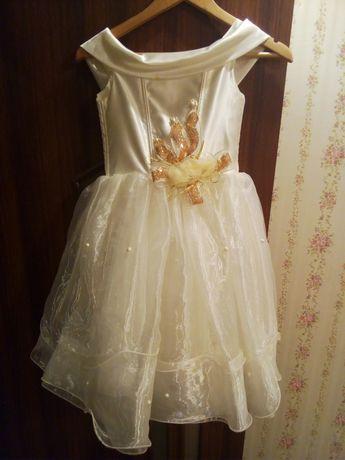 Нарядное новогоднее платье на 3-5 лет, очень красивое