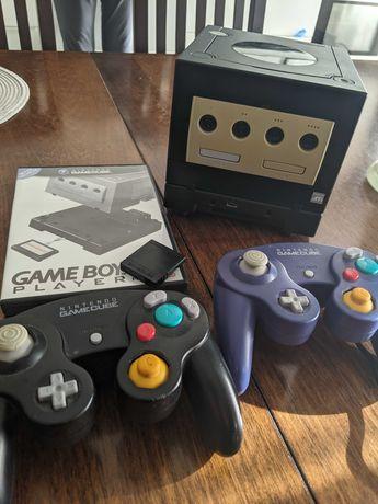 Nintendo GameCube + Game Boy Player + Start Up Disc + Pady + Gry