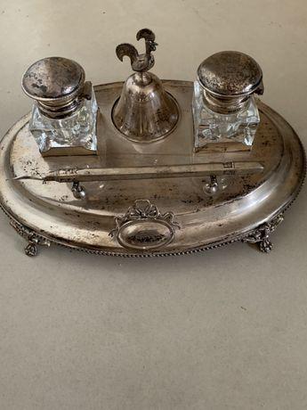 Antigo tinteiro com caneta e sinete em prata