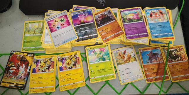 Pokemon tcg Bulk 800+ Tapu Koko V + Evee + Jolteon + gratis + Tyranita