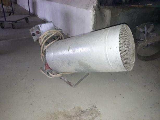 Продам электрические промышленные тепловентиляторы, есть 4 шт.