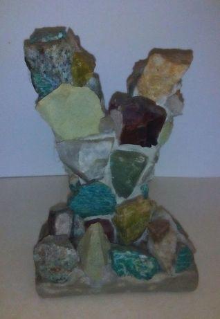 Аквариум камни рыбки грот водоросли