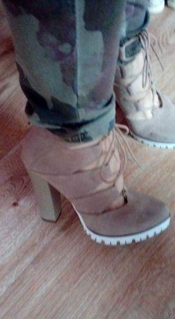 Buty na podeszwie