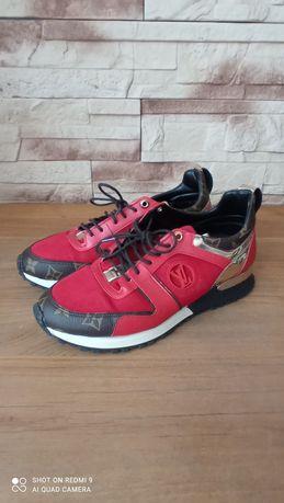 Czerwone buty sportowe
