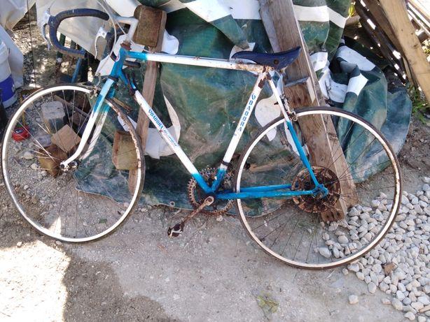 Bicicleta antiga para decoração ou restauro