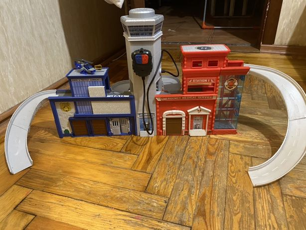 Продам полицейскую и пожарную станцию Matchbox