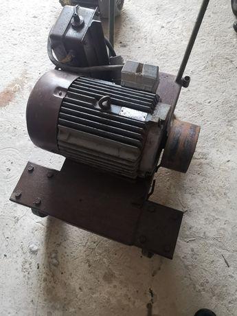 Silnik elektryczny 7,5 kW 1450 obr wózek