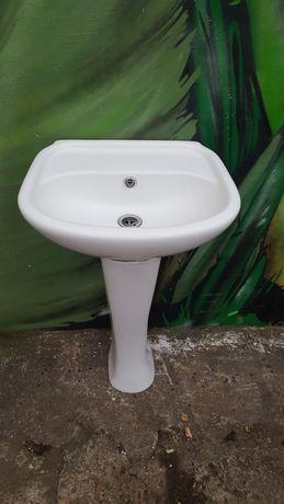 Umywalka z nogą ceramiczne