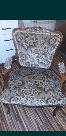 Piękny stary fotel ludwikowski
