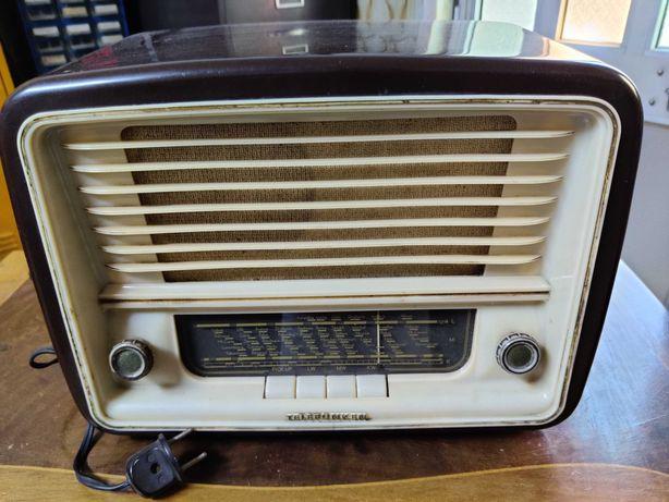 Rádio antigo - Telefunken D655w