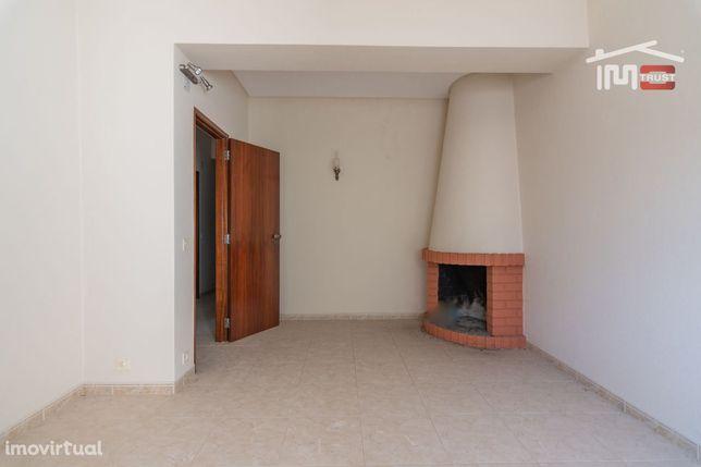Apartamento T3 R/C Com Cave De 88 M2  Zona Alto Das Nogueiras Fátima
