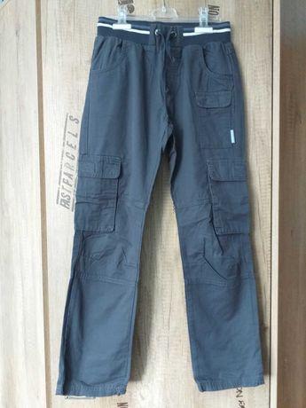 Spodnie chłopięce r.140