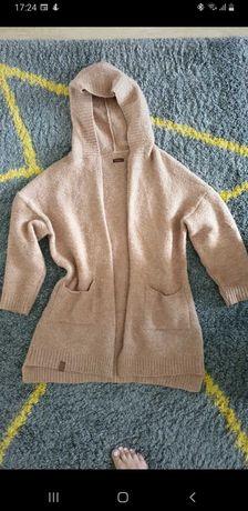 Sweter z kapturem kieszenie