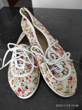 Trampki damskie kwiatki obuwie
