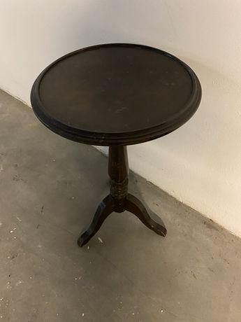 Mesa pequena em madeira maciça