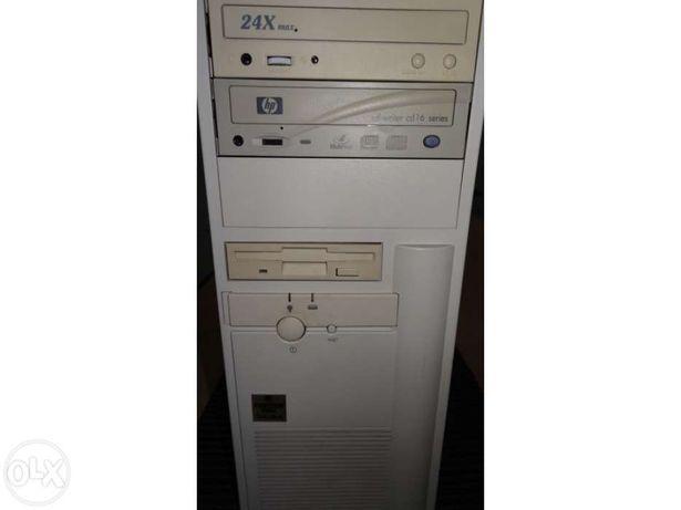 PC Pentuim II com gravadores e programas
