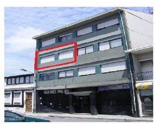 Armazém no R/C para arrendamento em Ramalde, com 530m2