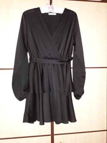 Продам красивое платье, черного цвета, размер М