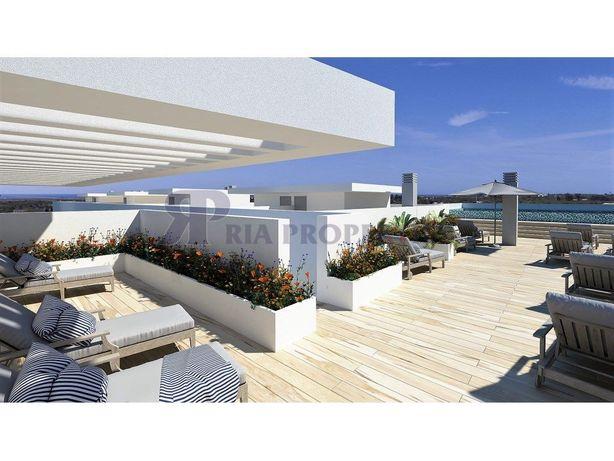 Apartamento T3+2 novo com terraço e piscina em Tavira!