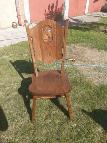 Sprzedam dębowe krzesla