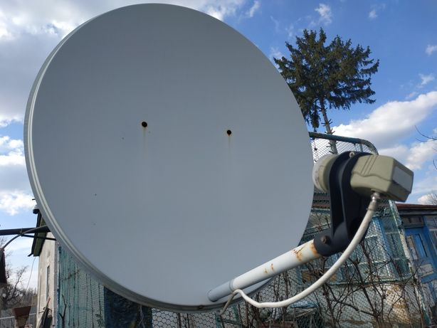 2 Спутниковые тарелки и 4 головки к ним (комплект)