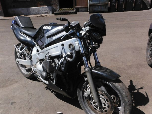 Motocykl Yamaha FZR 600 3HE owiewka boczna, części FV transport