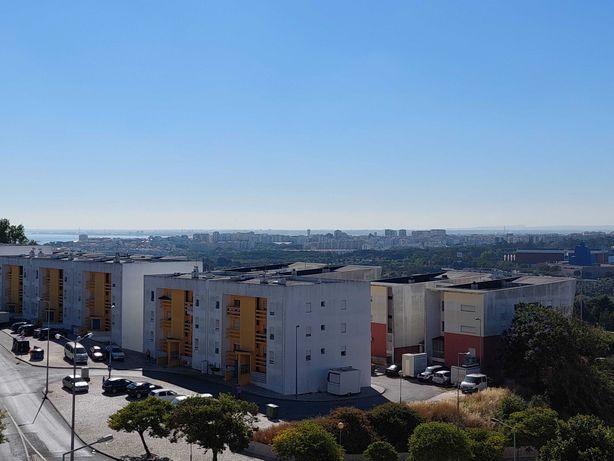 Arrendamento de Apartamento T2 muito soalheiro em Almada - Caparica