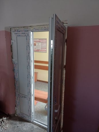 монтаж дверей пластик