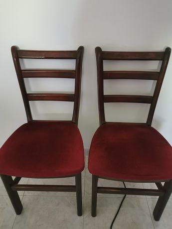 Cadeira com assento em veludo