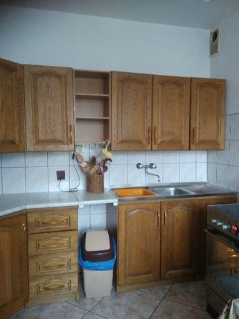 Meble kuchenne z drewnianymi dębowymi frontami lub same fronty