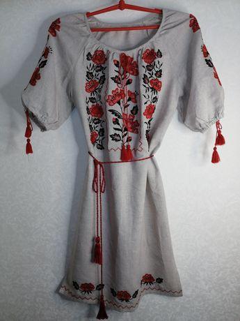 Шикарное вышитое платье